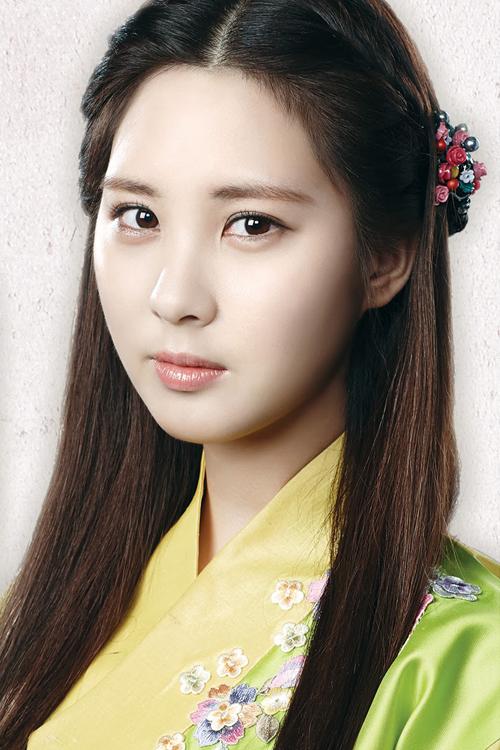 Sau IU, đoàn phim cũng công bố Seo Hyun (SNSD) vào vai Woo Hee, công   chúa cuối cùng của Baekje. Sau khi Baekje bị Goryeo diệt quốc, Woo Hee che   giấu thân phận, cải trang thành ca kỹ để thâm nhập vào hoàng cung Goryeo.