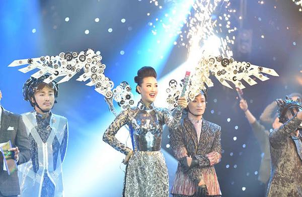 5-stylist-dung-sau-thoi-trang-doc-dao-o-the-remix-6