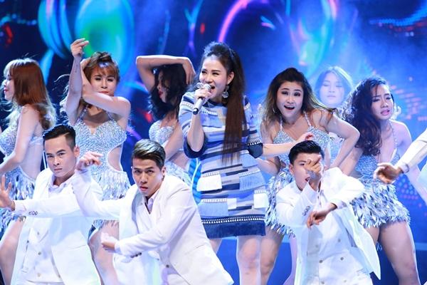 Thu Minh không chỉ khoe giọng hát khủng còn bằng vũ đạo khuấy động sân khấu với vũ đoàn qua liên khúc Đừng yêu - Just love.