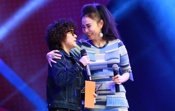 Giọng ca Vì tôi còn sống được đàn chị Thu Minh trao giải thưởng