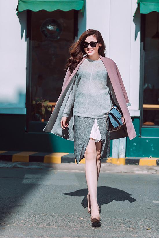 Trong những ngày đầu năm mới, Á Hậu Tú Anh đã cùng stylist Travis Nguyễn thực hiện một bộ ảnh street style ấn tượng và tràn đầy năng lượng.