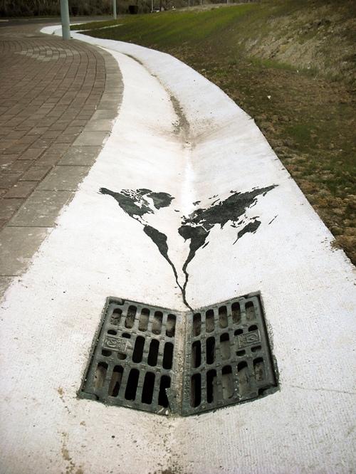 Các lục địa trên trái đất như bị hút dần đi vì hiện tượng ô nhiễm do tràn dầu.
