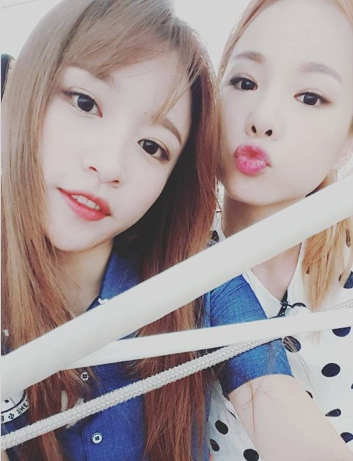 sao-han-11-1-dara-lo-chan-gay-teo-sulli-khoe-mat-moc-tren-giuong-5