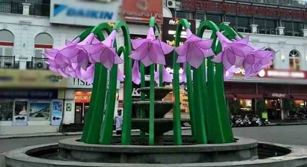 Cuối tuần qua, công trình mới của đài phun nước ở Hà Nội gây nhiều tranh cãi.ở Quảng trường Đông Kinh Nghĩa Thục (Q. Hoàn Kiếm, Hà Nội)