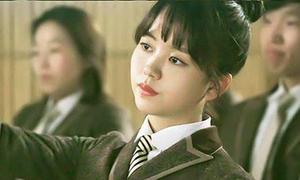 Kim So Hyun khoe tài đổi sắc mặt nhanh như chớp