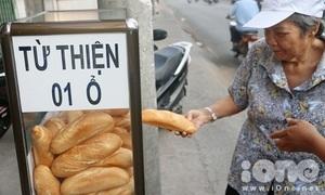 Thùng bánh mì miễn phí trên phố Sài Gòn