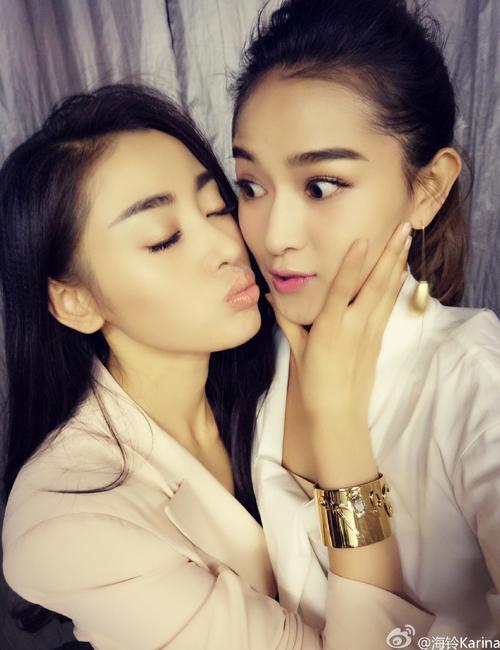 Lục Li - Hải Linh là cô gái thường lọt vào tầm ngắm trêu đùa của Thiên Ái. Cặp   đôi đáng yêu thân mật không kém trên phim, được nhiều fan ủng hộ.