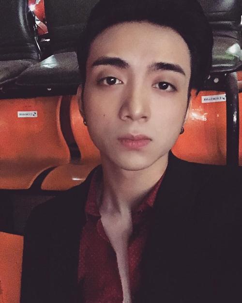 """Soobin Hoàng Sơn khoe ảnh """"lừa tình"""" với fan."""