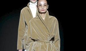 Lê Thúy là mẫu nữ hiếm hoi diễn cho Tuần lễ thời trang nam ở Milan