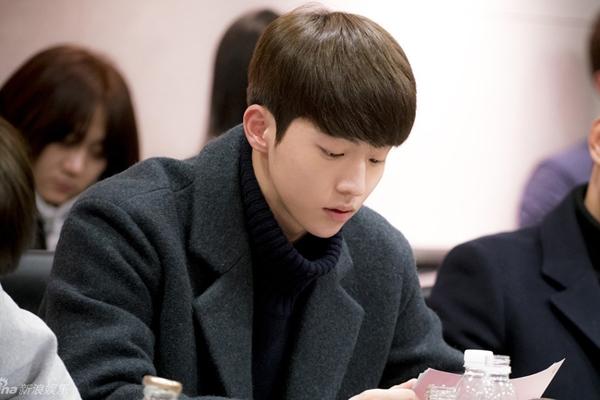 Nam diễn viên sinh năm 1994 Nam Joo Hyuk đóng vai hoàng tử thứ 13.