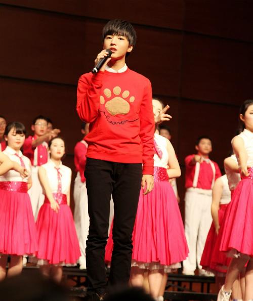 Bên cạnh hoạt động nghệ thuật, Vương Tuấn Khải còn là một nam sinh gương mẫu giữ chức phó Chủ tịch Hội học sinh trường Bát Trung, là đại diện trẻ tuổi nhất tham dự Đại hội đại biểu Hội liên hiệp học sinh toàn quốc và Đại hội thanh niên ưu tú.