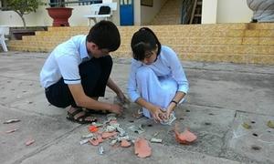 Teen Bùi Thị Xuân đua nhau đập heo đất giúp bạn nghèo đón Tết