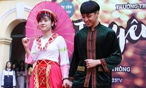 Teen Việt Đức xúng xính váy áo trong ngày hội lớn nhất năm
