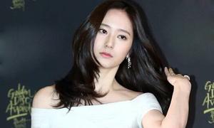 Krystal khoe vai trần gợi cảm, EXO diễn sâu ở Golden Disk Awards