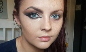 Những cô gái makeup nửa mặt truyền động lực cho hội kém xinh