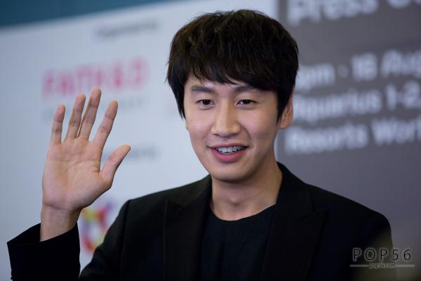 Nam diễn viên sinh năm 1985 có chiều cao nổi bật 1m93, từng góp mặt trong nhiều bộ phim như City Hunter, It's ok this is love, Collective Invention. Kwang Soo cũng được biết đến với mối quan hệ thân thiết với hai mỹ nam Jo In Sung, Song Joong Ki.