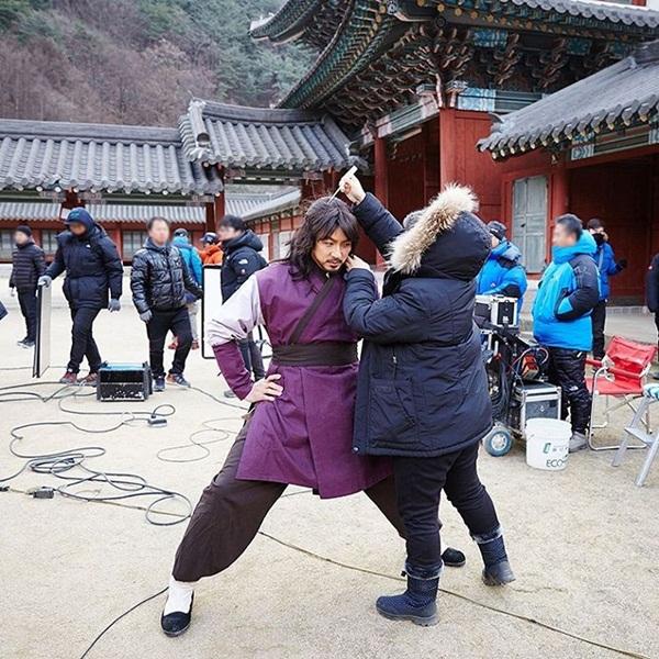sao-han-22-1-seol-hyun-khoe-ve-sexy-kim-so-hyun-cang-lon-cang-xinh-7