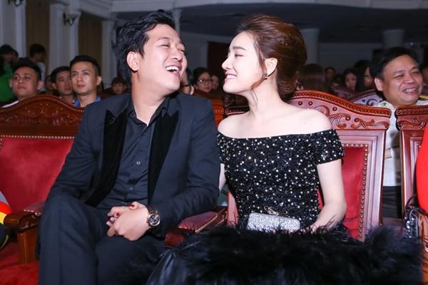 Họ được cho là đã hẹn hò từ khi cùng tham gia bộ phim 49 ngày. Dù chưa một lần thừa nhận mối quan hệ, cả hai vẫn dành cho nhau những hành động ngọt ngào khi xuất hiện trong các sự kiện cũng như trên trang cá nhân của nhau.