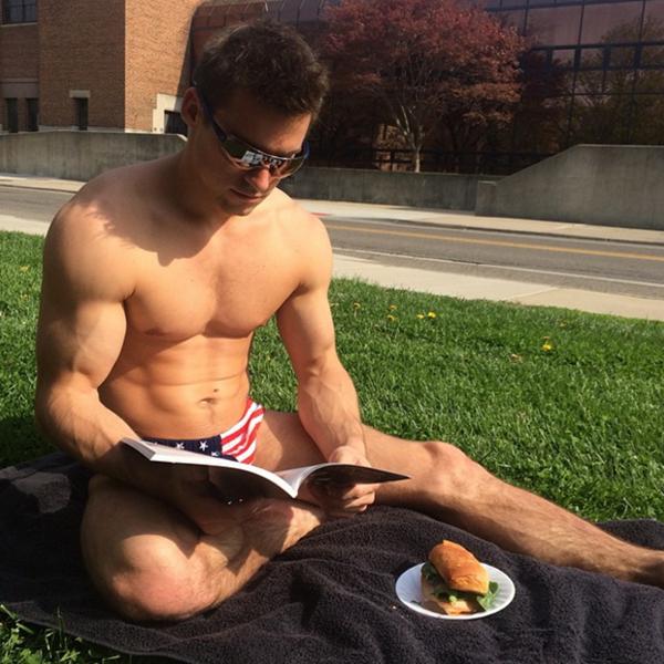 Đây là Samuel Mikulak, một trong những hot boy của tuyển TDDC Mỹ. Anh chàng sở hữu ngoại hình nổi bật và lọt vào tầm mắt của các