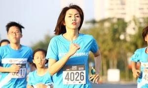 Tăng Thanh Hà chạy bộ cùng cả nghìn bạn trẻ