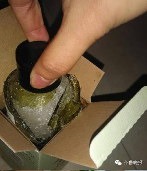 Không chỉ có những mỹ phẩm dùng rồi, nhiều lọ dưỡng da chưa kịp khui thùng đã bị đông đá đến mức vỡ cả chai vì nhiệt độ quá thấp.