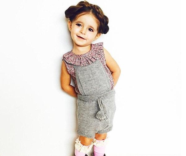 Các nhãn hàng thời trang đua nhau mới cô bé làm mẫu ảnh và đề nghị mức giá 400 USD (gần 9 triệu đồng) cho mỗi bức ảnh Valentina mặc quần áo do họ thiết kế.