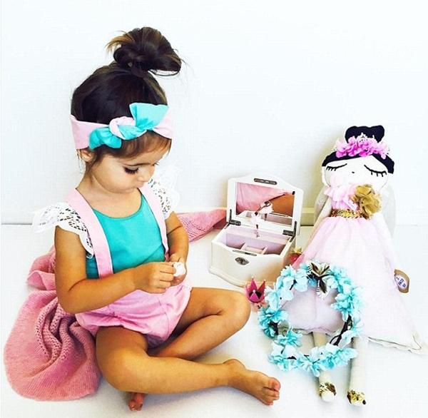 Thành công của Valentina được đánh giá là khá lớn so với độ tuổi của cô bé. Mẹ bé hài hước cho biết, điều tuyệt vời nhất là gia đình không phải chi bất cứ khoản tiền nào để mua quần áo cho bé trong một năm gần đây mà vẫn dư thừa trang phục để mặc.