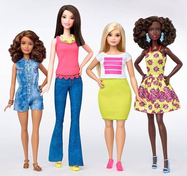 bup-be-barbie-xuat-hien-dong-dui-to-chan-ngan-1