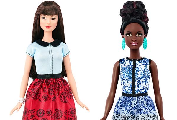 bup-be-barbie-xuat-hien-dong-dui-to-chan-ngan-5