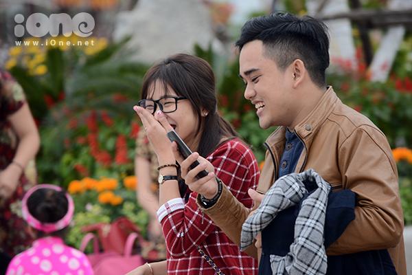 Những nụ cười tươi tắn của hai bạn trẻ sau khi sau lại ảnh chụp.