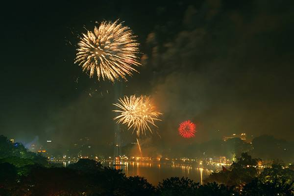 Màn pháo hoa tại khu vực Bờ Hồ.
