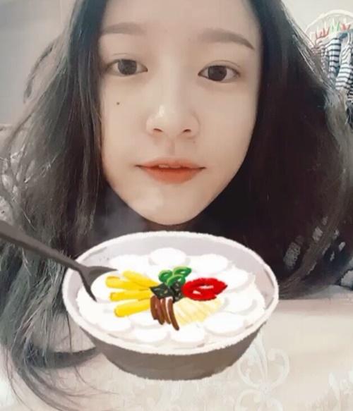 sao-han-9-2-si-won-nhan-nho-khi-bi-om-hon-jong-hyun-gap-nho-dau-nam-3