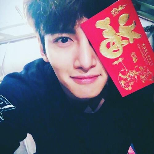 sao-han-9-2-si-won-nhan-nho-khi-bi-om-hon-jong-hyun-gap-nho-dau-nam-4