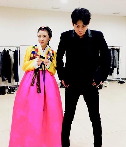 sao-han-10-2-soo-young-u-ru-don-tuoi-moi-ji-chang-wook-khoe-co-bap-2