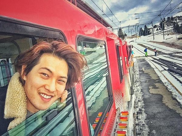 sao-han-10-2-soo-young-u-ru-don-tuoi-moi-ji-chang-wook-khoe-co-bap-2-2