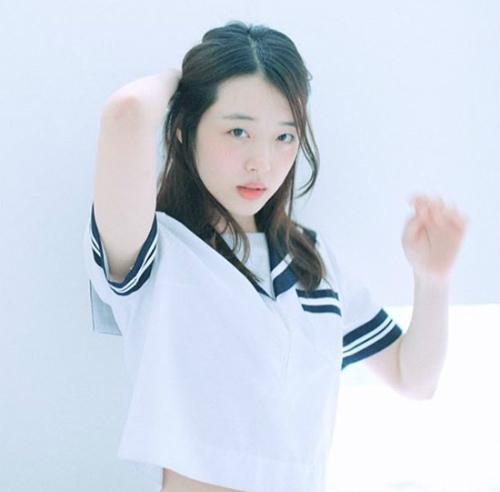 sao-han-11-2-sulli-mac-ao-thuy-thu-goi-cam-yuri-hyo-min-di-hen-ho-4