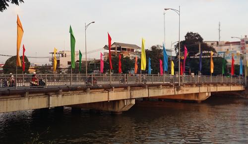 Cầu Kênh Nhánh, nơi đôi nam nữ tự tử sau khi thua bạc hết 600 triệu đồng tại Campuchia. Ảnh: A.X