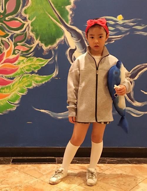 sao-han-12-2-tiffany-khoe-xi-tai-di-choi-amber-dau-mao-ga-ham-ho-2