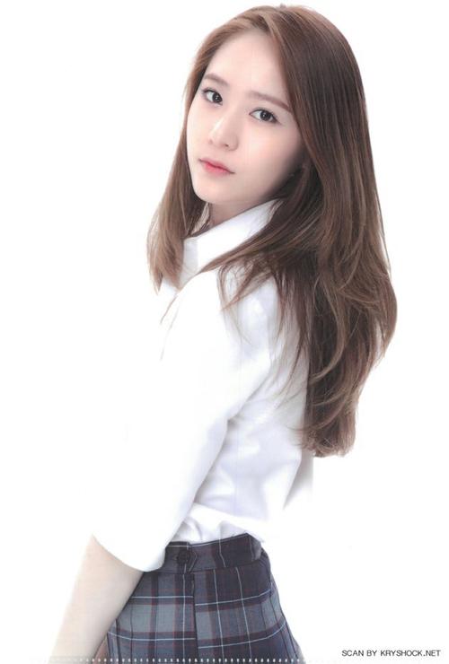 loat-dong-phuc-nu-sinh-dep-chat-cua-than-tuong-kpop-1