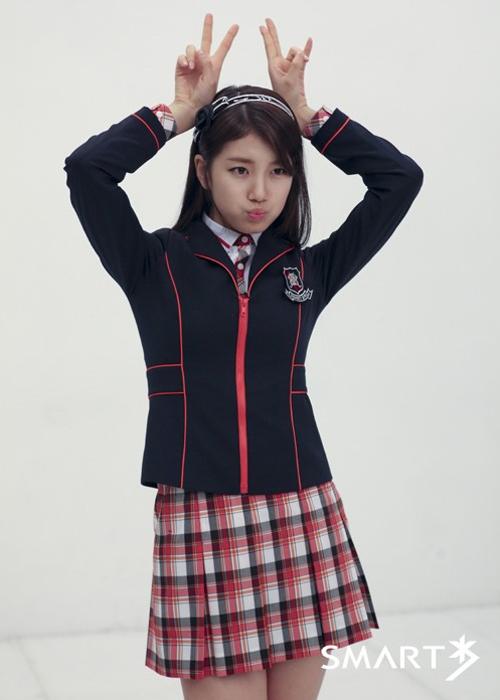 loat-dong-phuc-nu-sinh-dep-chat-cua-than-tuong-kpop-3