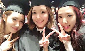 Park Shin Hye đọ sắc cùng Yuri, Soo Young trong ngày tốt nghiệp