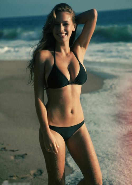 Dylan Frances Penn, sinh năm 1991, là con gái của cặp diễn viên Sean Penn - Robin   Wright. Sở hữu chiều cao 1m70, thân hình nóng bỏng và gương mặt cuốn hút,   Dylan từng lọt top 100 phụ nữ hot nhất thế giới do tạp chí Maxim bình chọn và top   99 phụ nữ được khao khát nhất trên Askmen năm 2014.