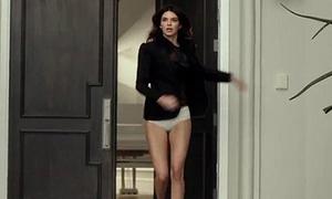 Kendall Jenner: Ra khỏi nhà có thể quên quần nhưng không thể quên son