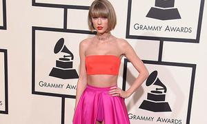Taylor Swift bị chê váy kém duyên tại Grammy