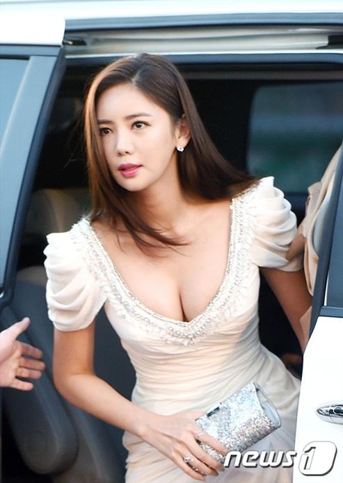 irene-lo-chan-ngan-seol-hyun-yura-dien-vay-ho-giua-troi-lanh-page-2-4