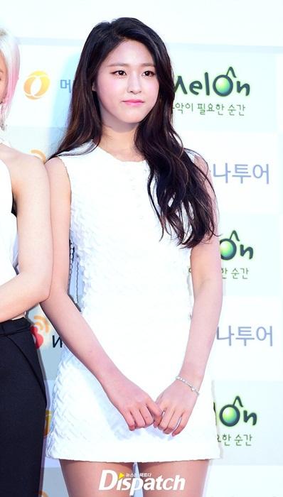 irene-lo-chan-ngan-seol-hyun-yura-dien-vay-ho-giua-troi-lanh-3