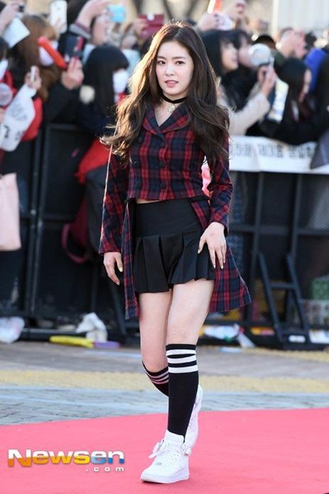 irene-lo-chan-ngan-seol-hyun-yura-dien-vay-ho-giua-troi-lanh
