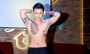 Hot boy chuyển giới Thái cởi áo khoe cơ bắp sau khi cắt ngực