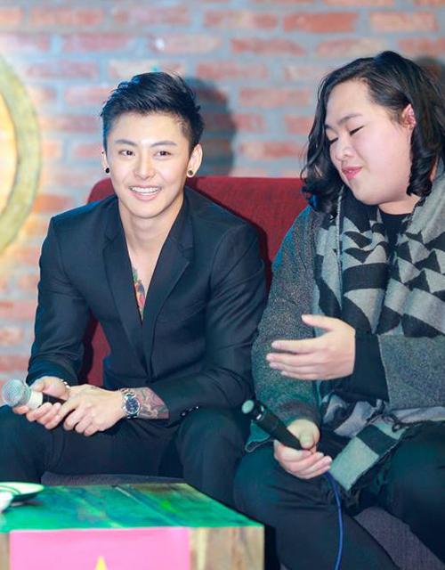 Trong buổi giao lưu với cộng đồng LGBT Việt, Jyb đã chia sẻ nhiều kinh nghiệm giá   trị về phẫu thuật chuyển giới, giúp giải đáp băn khoăn của nhiều bạn trẻ.