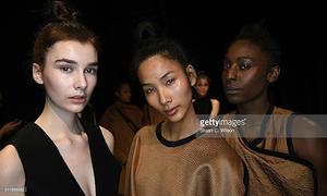 Hoàng Thùy trúng show liên tiếp ở London Fashion Week